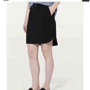 Lululemon On The Fly Black Skirt Size 8 EUC